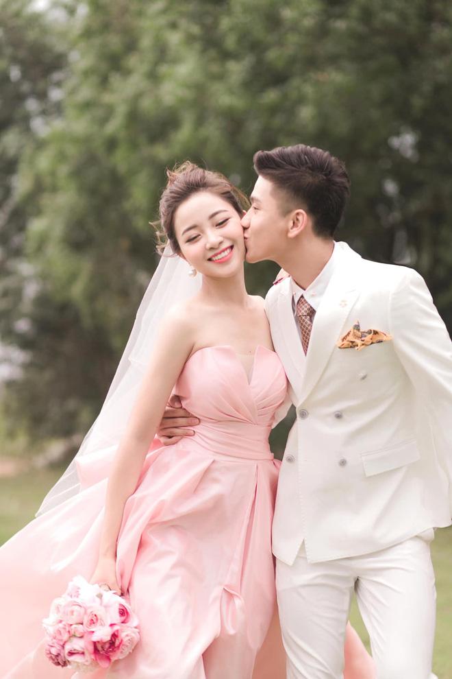 Bạn gái tin đồn của Quang Hải khoe nhận được thiệp cưới Văn Đức - Nhật Linh: Dàn khách mời khủng hé lộ từ đây? - Ảnh 4.