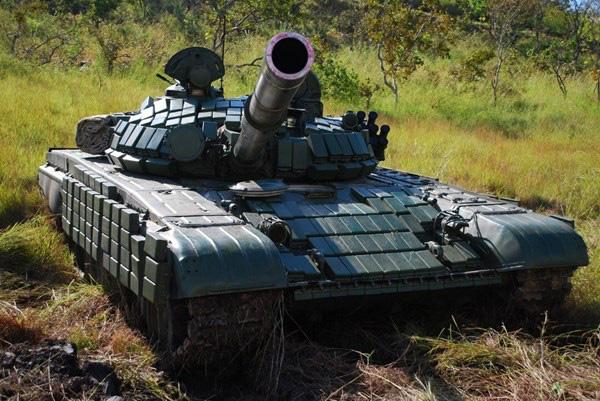 Nga chuyển giao cho Lào thêm một lô xe tăng Đại Bàng Trắng T-72B1 - Ảnh 1.