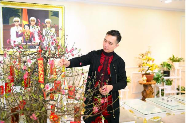 NTK Đỗ Trịnh Hoài Nam cùng học trò trang hoàng nhà cửa đón năm mới - Ảnh 1.