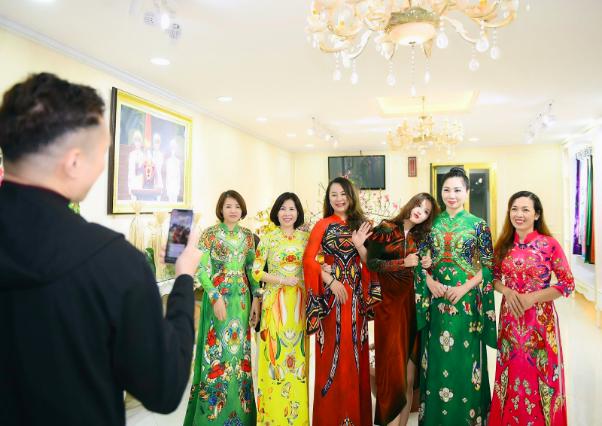 NTK Đỗ Trịnh Hoài Nam cùng học trò trang hoàng nhà cửa đón năm mới - Ảnh 5.