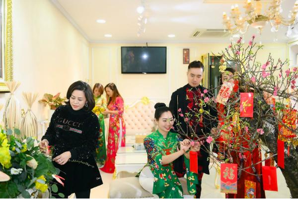 NTK Đỗ Trịnh Hoài Nam cùng học trò trang hoàng nhà cửa đón năm mới - Ảnh 3.