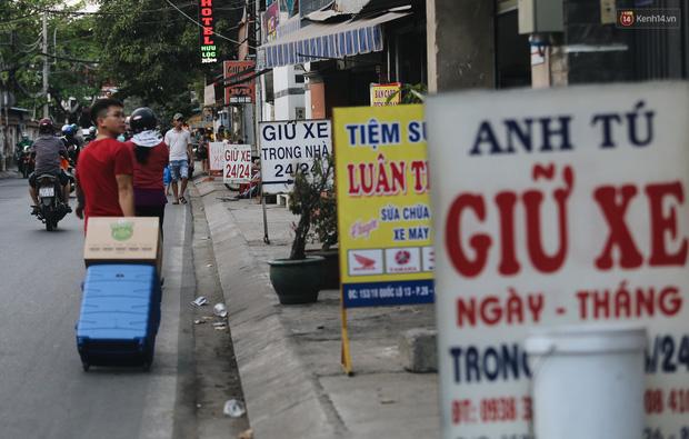 Dịch vụ giữ xe máy xuyên Tết cho người dân rời Sài Gòn về quê hốt tiền triệu mỗi ngày - Ảnh 6.