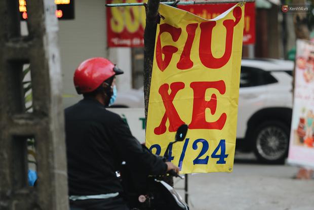 Dịch vụ giữ xe máy xuyên Tết cho người dân rời Sài Gòn về quê hốt tiền triệu mỗi ngày - Ảnh 7.