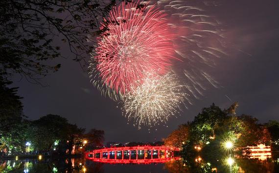 Chúc mừng Canh Tý 2020: Những màn trình diễn pháo hoa rực rỡ