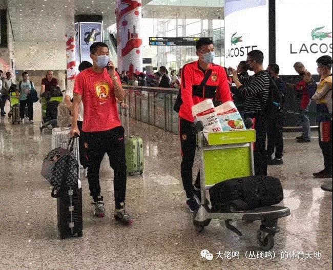 Dịch viêm phổi Vũ Hán: Bóng đá Trung Quốc cấm khán giả, cầu thủ phải đón Tết xa nhà - Ảnh 1.