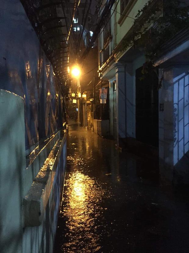 Ác mộng nước ngập đêm 30 Tết: Nước đục ngầu tràn vào nhà, đêm giao thừa bì bõm chờ đón pháo hoa - ảnh 4