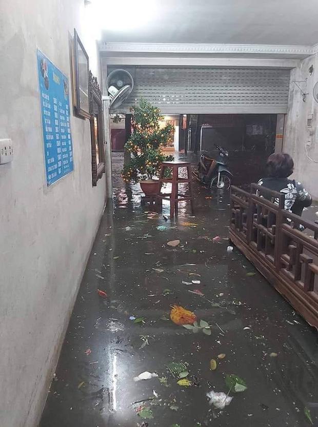 Ác mộng nước ngập đêm 30 Tết: Nước đục ngầu tràn vào nhà, đêm giao thừa bì bõm chờ đón pháo hoa - ảnh 8