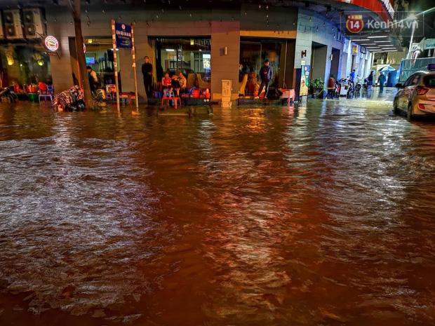 Ác mộng nước ngập đêm 30 Tết: Nước đục ngầu tràn vào nhà, đêm giao thừa bì bõm chờ đón pháo hoa - ảnh 9