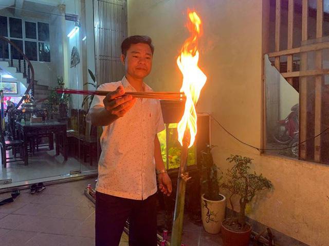 Độc đáo phong tục xin lửa thánh về nhà trong đêm giao thừa ở Nam Định - Ảnh 2.