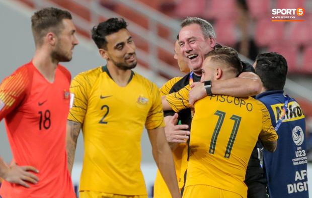 Thầy cũ của Ronaldo ăn mừng phấn khích khi giúp U23 Australia giành vé cuối cùng của châu Á tham dự Olympic - Ảnh 1.