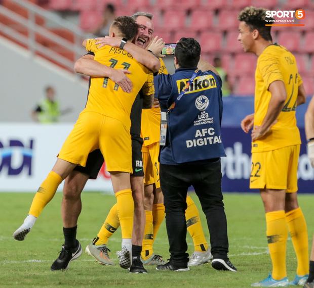 Thầy cũ của Ronaldo ăn mừng phấn khích khi giúp U23 Australia giành vé cuối cùng của châu Á tham dự Olympic - Ảnh 2.
