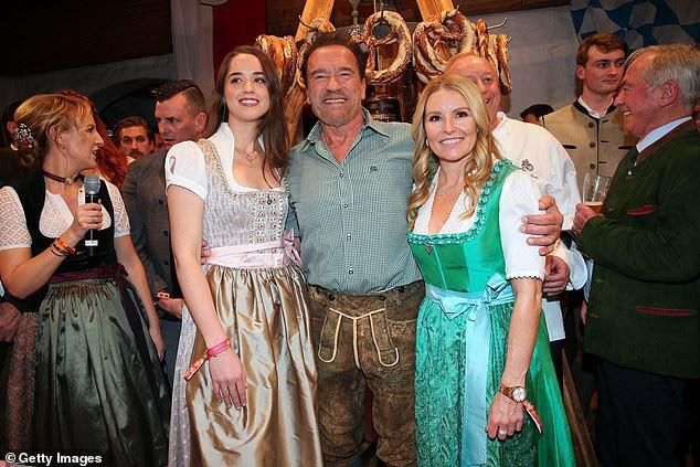 Kẻ huỷ diệt Arnold Schwarzenegger vui vẻ bên bạn gái kém 27 tuổi - Ảnh 1.