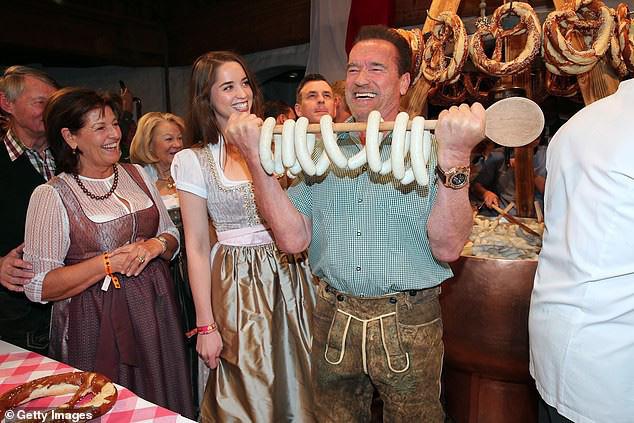 Kẻ huỷ diệt Arnold Schwarzenegger vui vẻ bên bạn gái kém 27 tuổi - Ảnh 2.