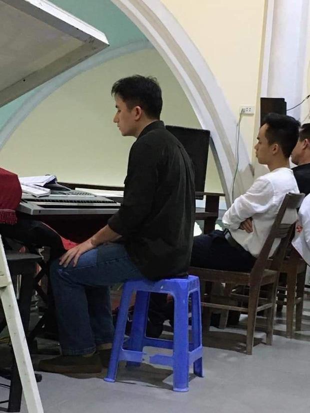 Giản dị về quê ăn Tết nhưng Phan Mạnh Quỳnh lại mạnh tay lì xì 123.456.789 đồng cho bạn gái: Bạn trai nhà người ta là đây!  - Ảnh 2.