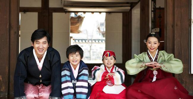 Tết với phụ nữ Hàn là những ngày làm việc tăng ca nhiều giờ liền nhưng không dám than phiền vì cảm giác có lỗi với tất cả mọi người - Ảnh 1.