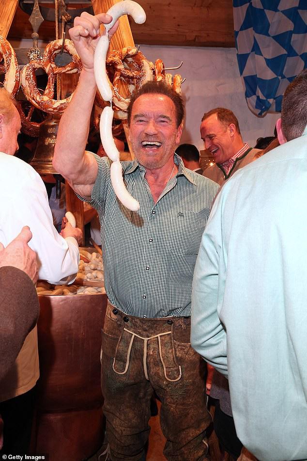 Kẻ huỷ diệt Arnold Schwarzenegger vui vẻ bên bạn gái kém 27 tuổi - Ảnh 3.