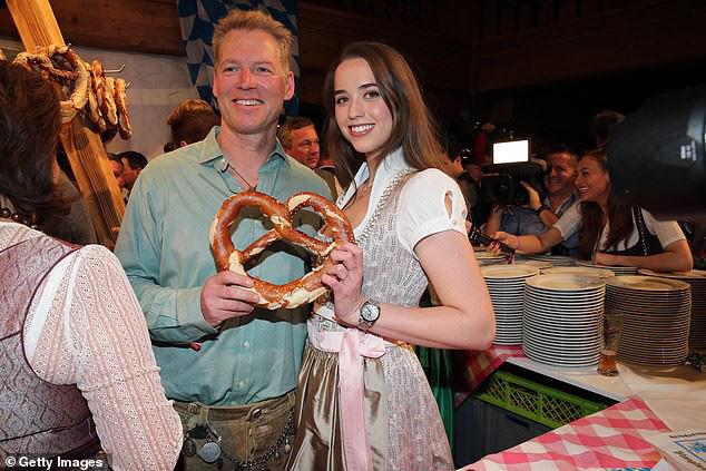 Kẻ huỷ diệt Arnold Schwarzenegger vui vẻ bên bạn gái kém 27 tuổi - Ảnh 4.