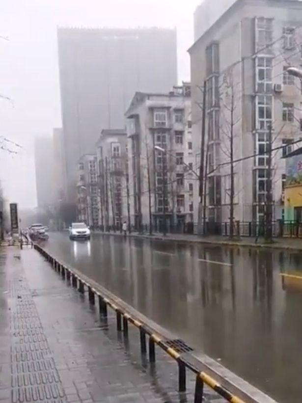 Ớn lạnh thành phố ma Vũ Hán trong tâm dịch virus corona - Ảnh 2.