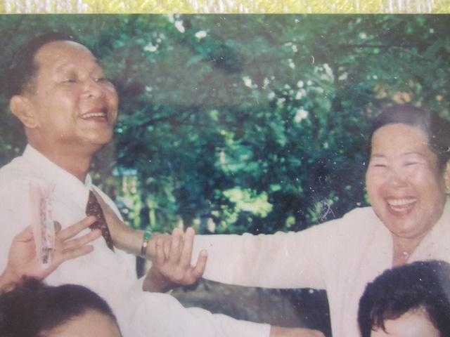 Chuyện hậu cung ít biết của tướng Nguyễn Việt Thành (2): Yêu cô thôn nữ vì miếng đường thỏi giữa bom đạn - Ảnh 2.