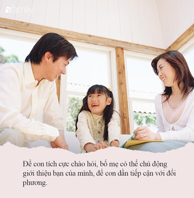 Nếu cứ bắt con phải thực hiện 3 phép lịch sự này thì không khác nào bố mẹ đang dồn con vào tình trạng tổn thương tâm lý - Ảnh 2.