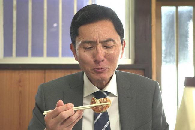 Lạ kỳ khi người Nhật đón năm mới bằng việc xem chương trình về một người đàn ông đi ăn một mình và góc khuất ẩn chứa đằng sau - Ảnh 3.