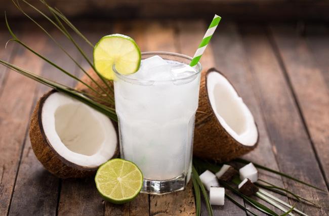 Thải độc cơ thể hiệu quả với 2 loại nước detox làm siêu nhanh lại rẻ - Ảnh 1.