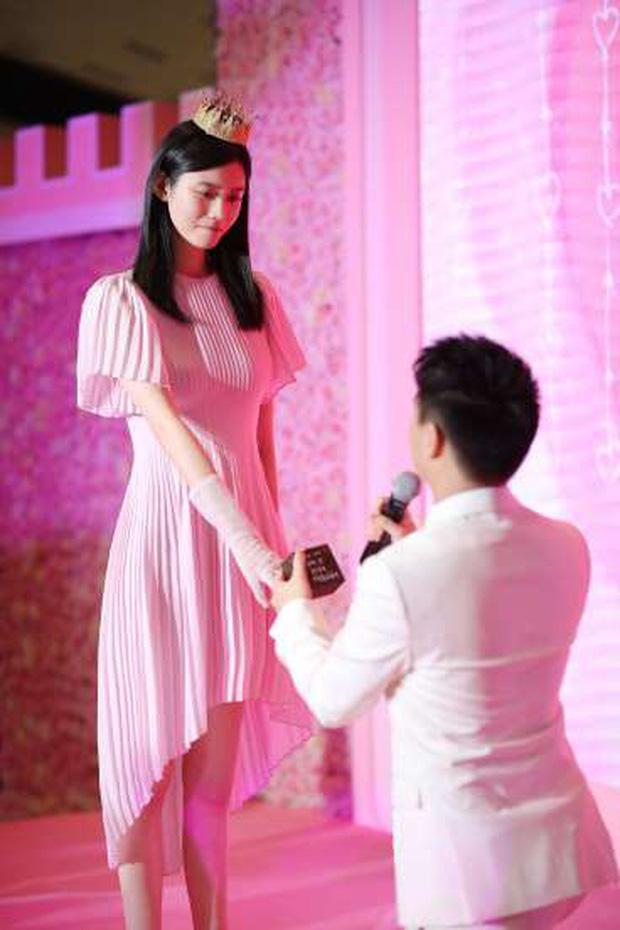Những hôn lễ được kỳ vọng nhất Canh Tý: Triệu Lệ Dĩnh sẽ làm siêu đám cưới, Ming Xi - Hà Du Quân sẽ chẳng chịu kém cạnh? - Ảnh 4.