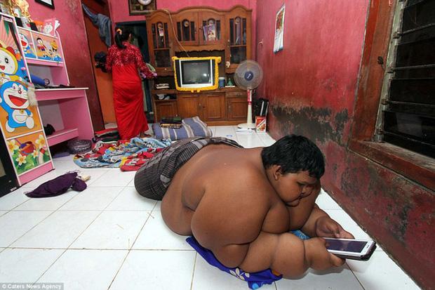 Cậu bé nặng nhất thế giới với gần 200 kg sau 4 năm phẫu thuật thu nhỏ dạ dày giờ lột xác không ai nhận ra - Ảnh 4.