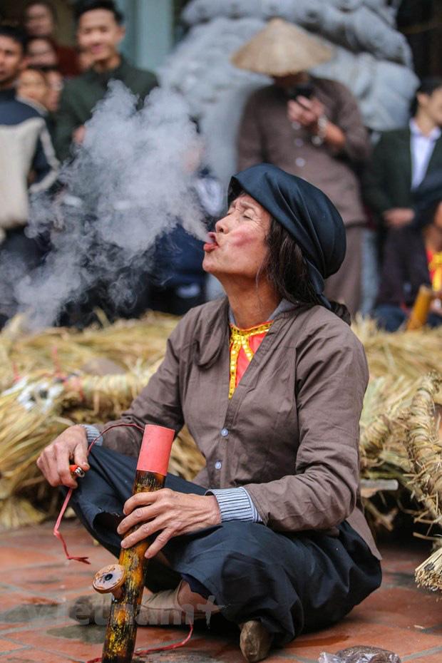 Trai làng giả gái gieo hạt tại lễ hội trâu bò rơm rạ tỉnh Vĩnh Phúc - Ảnh 6.