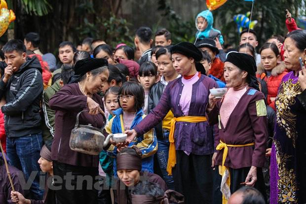 Trai làng giả gái gieo hạt tại lễ hội trâu bò rơm rạ tỉnh Vĩnh Phúc - Ảnh 7.