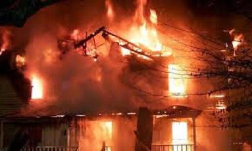 Cháu bé 4 tuổi chết oan trong biển lửa cùng tên hàng xóm điên rồ - Ảnh 1.