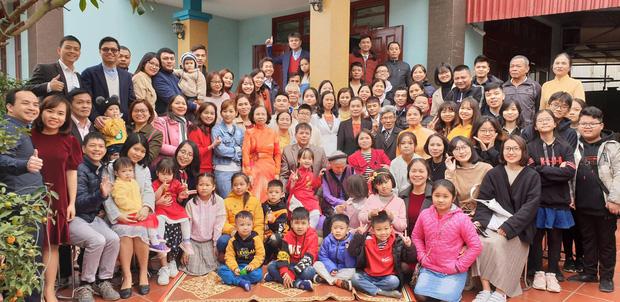 Tiếp nối trend khoe ảnh đại gia đình năm ngoái, dân mạng phát hiện ra 'kỷ lục' nhà có 407 thành viên đây này! - ảnh 1