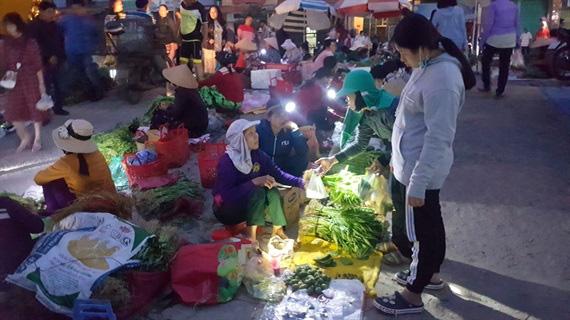 Một trong 100 phiên chợ tết độc đáo nhất Việt Nam - Ảnh 1.