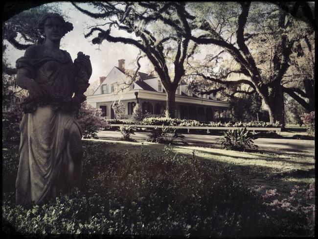 Bức ảnh chụp bóng người phụ nữ gây rùng mình chứa đựng câu chuyện về mối quan hệ bất chính của một cặp đôi gây ra thảm kịch cho gia đình 4 người - Ảnh 1.