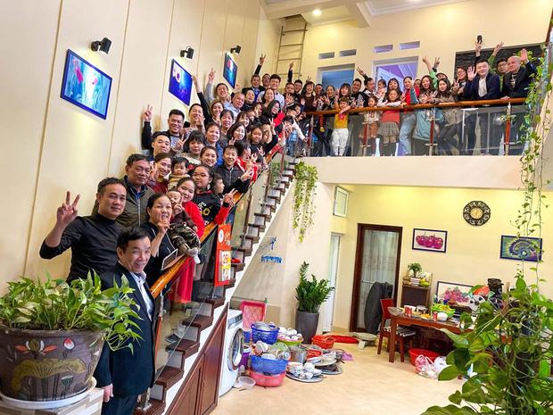 Tiếp nối trend khoe ảnh đại gia đình năm ngoái, dân mạng phát hiện ra 'kỷ lục' nhà có 407 thành viên đây này! - ảnh 11
