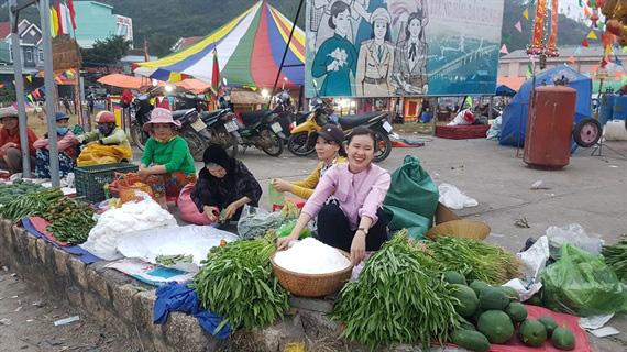 Một trong 100 phiên chợ tết độc đáo nhất Việt Nam - Ảnh 2.