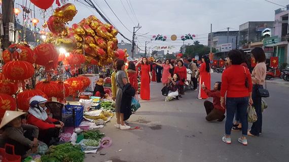 Một trong 100 phiên chợ tết độc đáo nhất Việt Nam - Ảnh 3.