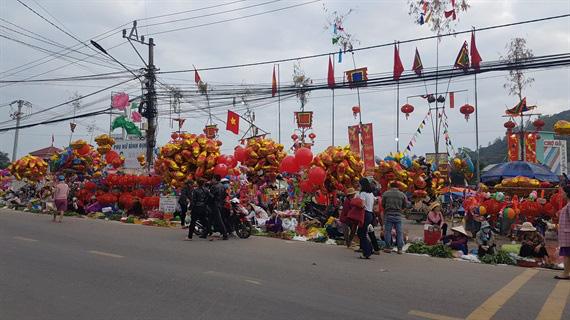 Một trong 100 phiên chợ tết độc đáo nhất Việt Nam - Ảnh 5.