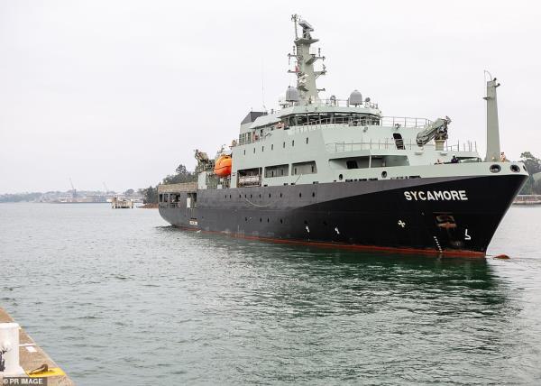Cuộc di tản lịch sử, giải cứu 4.000 người mắc kẹt ở thị trấn ven biển Australia bắt đầu - Ảnh 3.