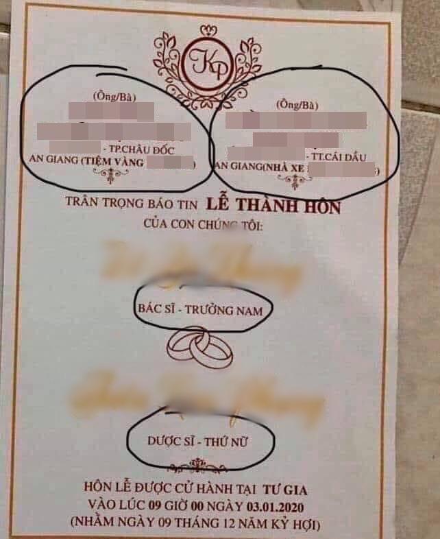 Tấm thiệp cưới nổi bần bật với nghề nghiệp, gia thế hoành tráng của đôi bên khiến dân tình xôn xao: Nhà trai chủ tiệm vàng, nhà gái chủ nhà xe - Ảnh 1.