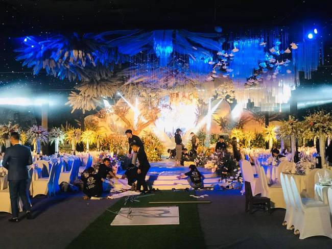 Lộ diện 2 nhân vật chính của siêu đám cưới Quảng Ninh, nhân viên nhà hàng tiết lộ chi phí tổ chức đám cưới lên đến 54 tỷ - Ảnh 2.