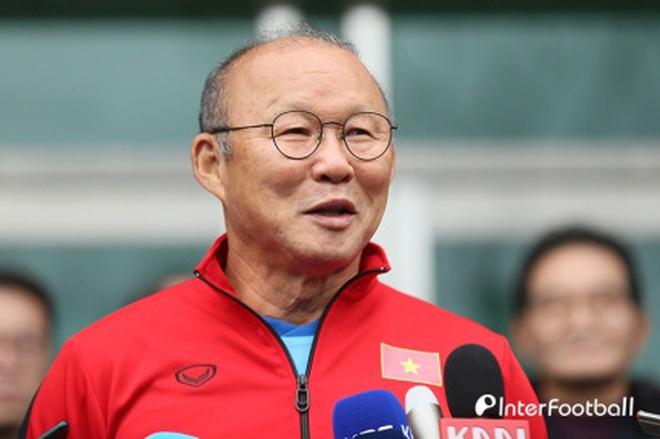 Tranh cãi việc huyền thoại Thái Lan đánh bại HLV Park Hang-seo ở đội hình tiêu biểu bóng đá Đông Nam Á của thập niên - Ảnh 1.