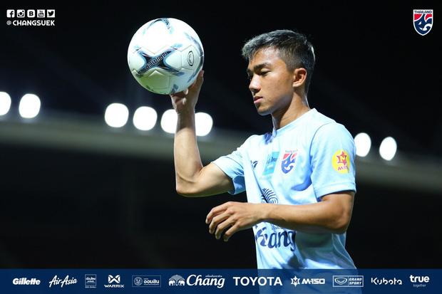 Tranh cãi việc huyền thoại Thái Lan đánh bại HLV Park Hang-seo ở đội hình tiêu biểu bóng đá Đông Nam Á của thập niên - Ảnh 11.
