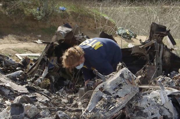 Đau lòng: Sau vụ tai nạn trực thăng thảm khốc, thi thể của Kobe Bryant buộc phải xác định thông qua dấu vân tay - Ảnh 2.