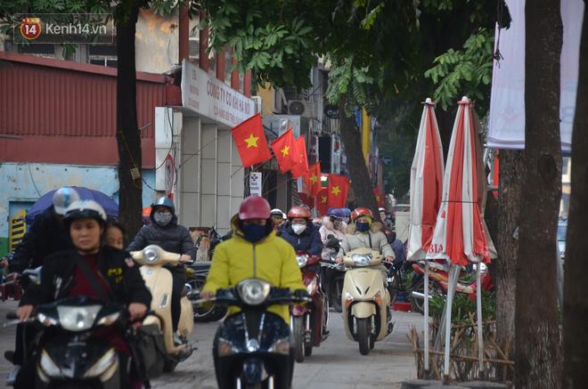 Ảnh: Đường phố Hà Nội nơi thoáng đãng, nơi ùn tắc trong ngày đi làm đầu tiên của năm 2020 - Ảnh 12.