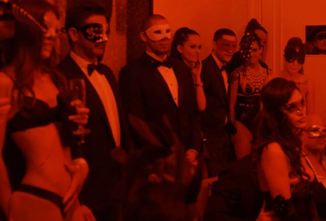 Thế giới trụy lạc của câu lạc bộ sex xa xỉ nhất hành tinh với người tham dự đều là những đại gia lắm tiền, nhiều của - Ảnh 4.