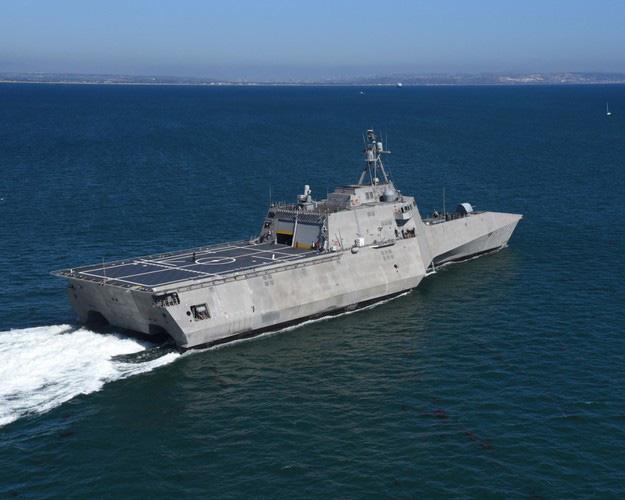 [ẢNH] Quái vật ba thân của Mỹ bất ngờ áp sát đảo phi pháp trên biển Đông - Ảnh 3.