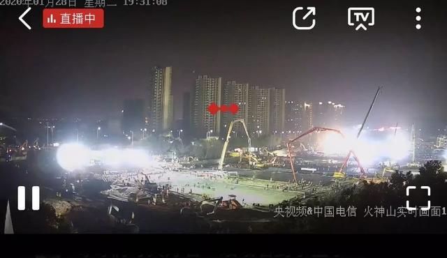 Hàng triệu người Trung Quốc thức trắng đêm xem livestream quá trình xây dựng bệnh viện dã chiến chống virus corona - Ảnh 3.