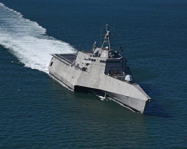 [ẢNH] Quái vật ba thân của Mỹ bất ngờ áp sát đảo phi pháp trên biển Đông - Ảnh 8.