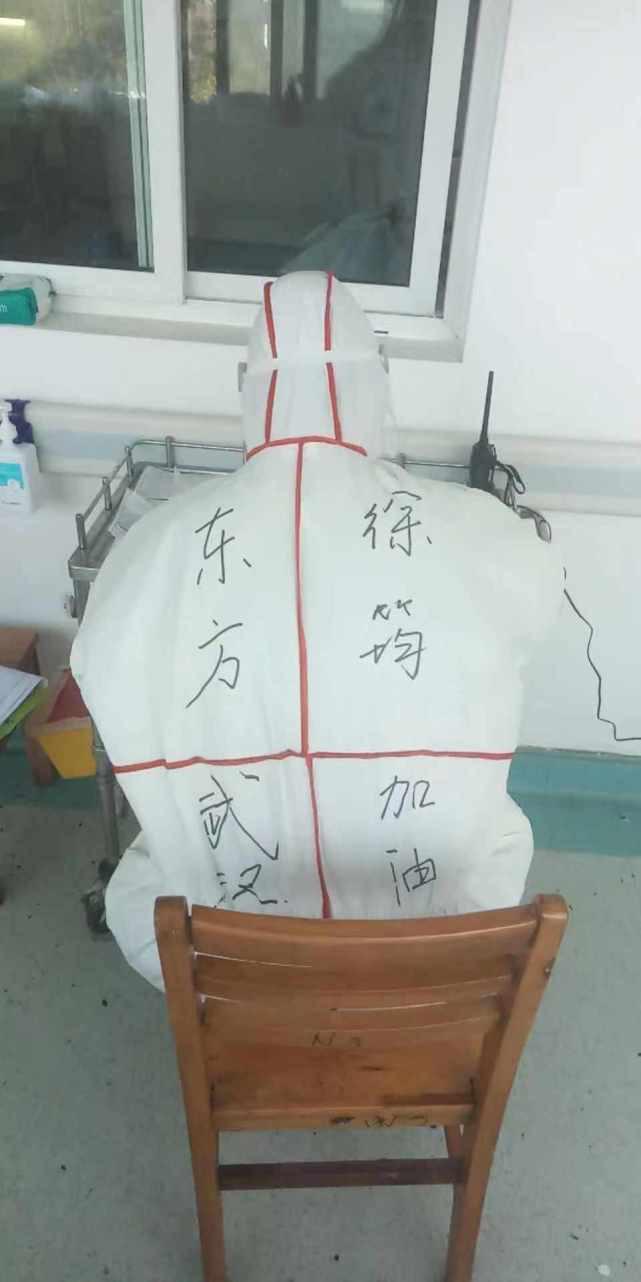 Nhật ký chống dịch viêm phổi Vũ Hán của y tá Thượng Hải: 8 tiếng trôi qua như một chớp mắt, chợt nhận ra mình chưa ăn và đi vệ sinh - Ảnh 3.